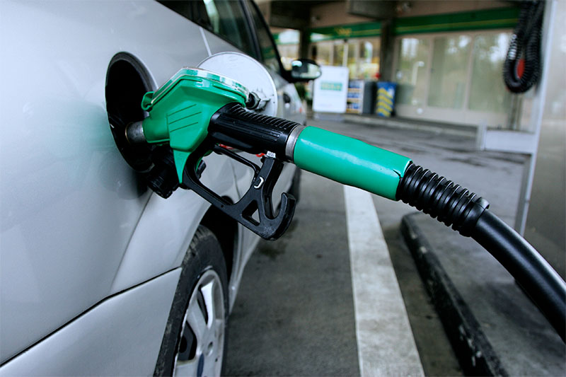 A car gets fuelled at a service station. Photo: Wikimedia Commons