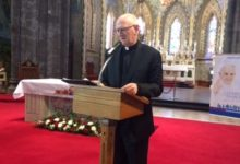 Photo of Kilkenny Bishop among those appealing to Taoiseach for a return to worship