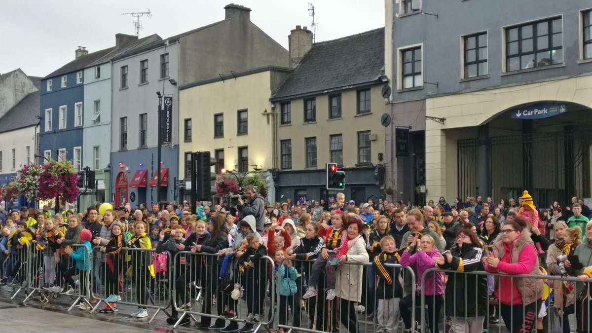 Crowds at the Kilkenny camogie homecoming, September 2018. Photo: Ken McGuire/KCLR
