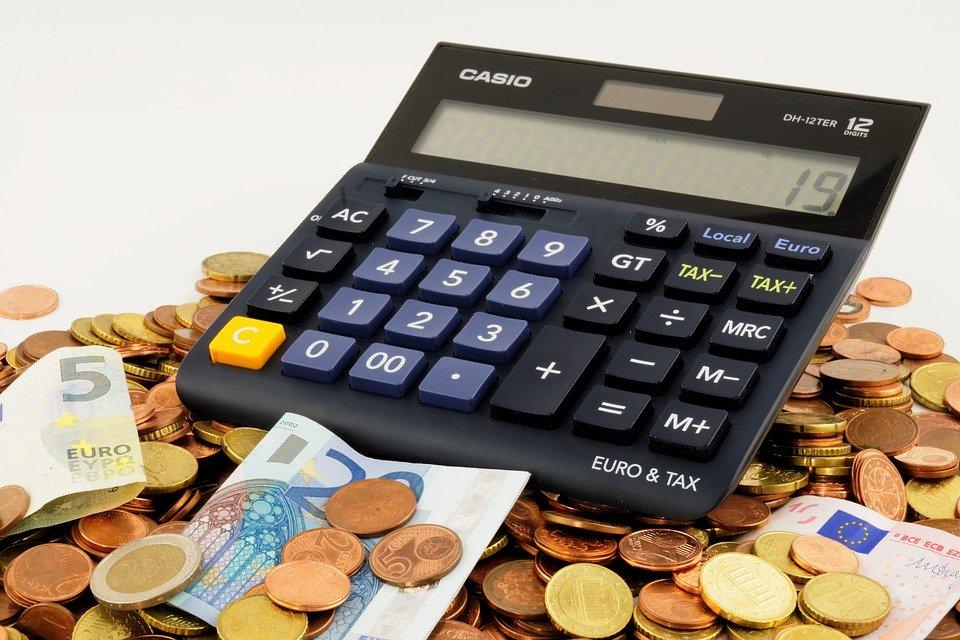 Money & Calculator (Bru-nO/Pixabay)