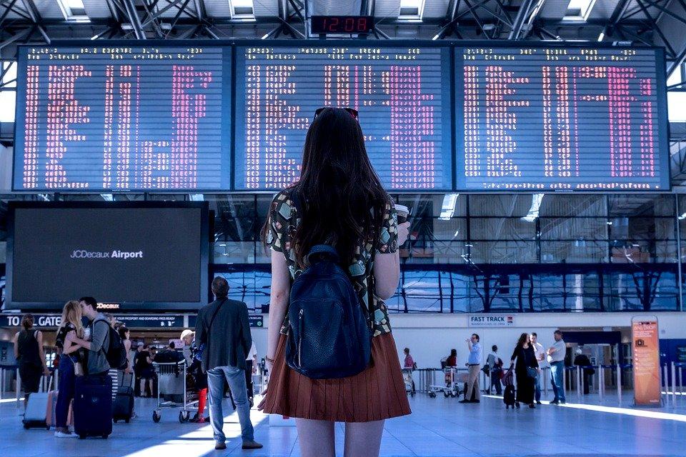 Airport (jeshootscom/Pixabay)